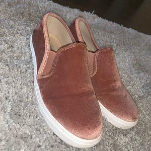 Eccentric-V Steve Madden slip on shoes